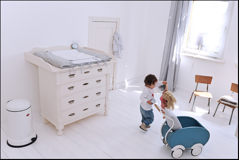 Willkommen im babyzimmer kinderzimmer wickelkommoden for Kindermobel vintage